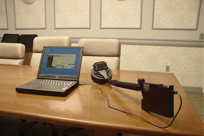 Подключенный нелинейный локатор HGO-4000 к компьютеру